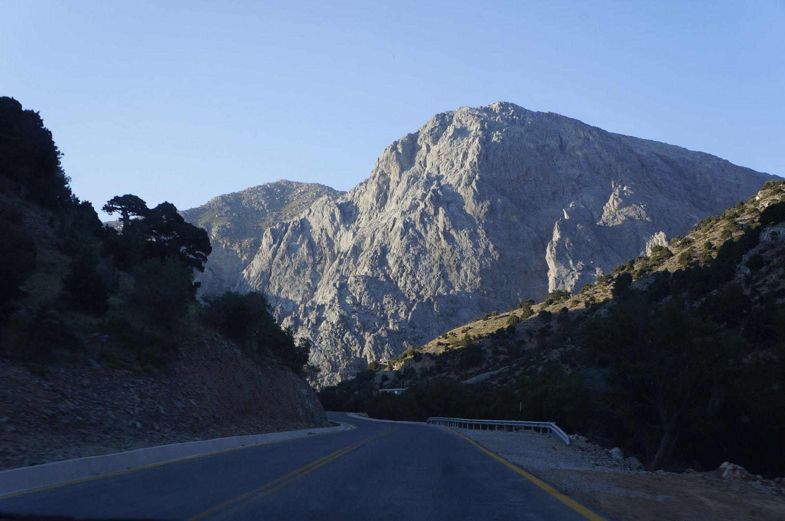 Straße zu den Bergen Kretas